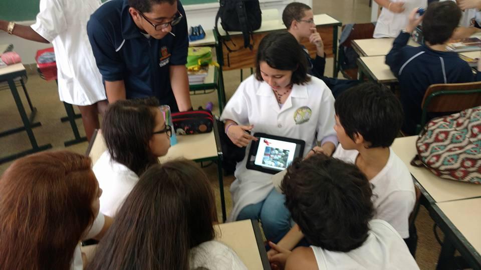 Aprender ensinando: os jovens doutores não são apenas responsáveis pelo seu próprio aprendizado, mas pelo conhecimento que passam a seus colegas.