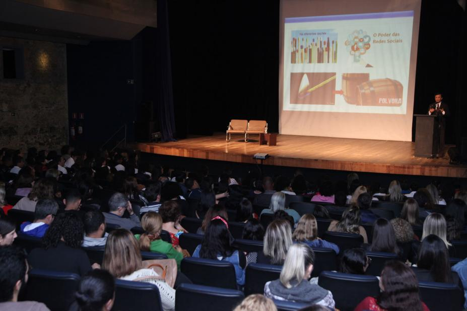 Risco das Novas Tecnologias para Crianças e Adolescentes na 30ª Semana da Educação – Santos